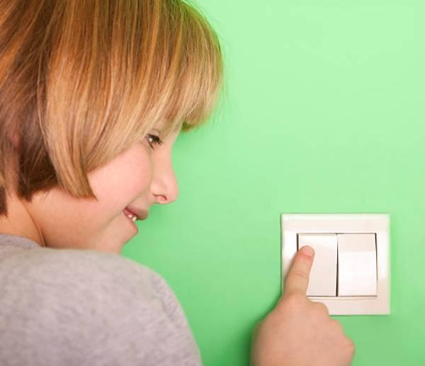 Guía paso a paso para enseñar a los niños ahorrar energía